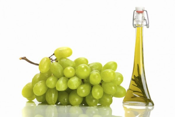 DIY Cosmetics. How can you use grape seed oil?